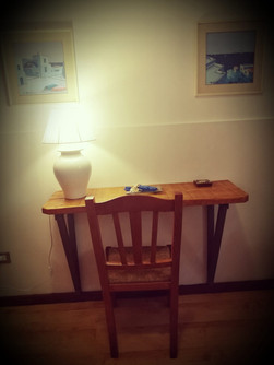 piccolo-tavolino-con-lampada