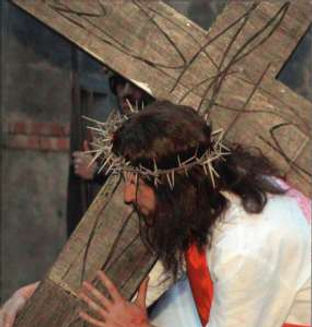 cristo-con-la-croce-sulle-spalle-via-cru