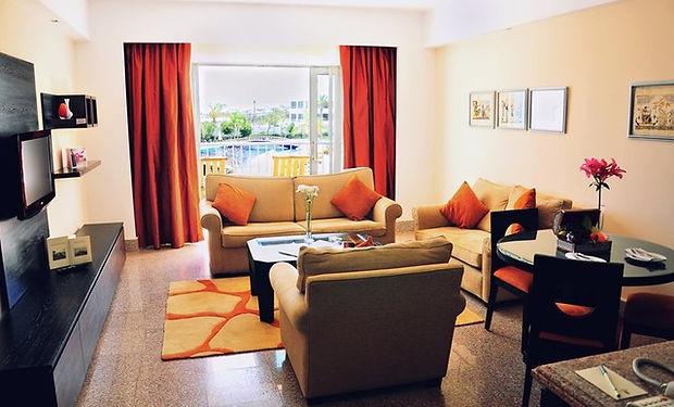 Suite 3 ROYAL.jpg