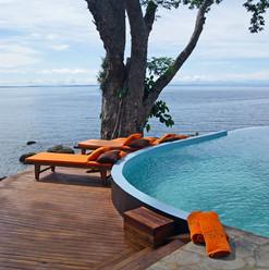 piscina-asciugamani-vista-oceano-manga-s