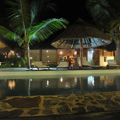 l-heure-bleue-madagascar-piscina-by-nigh