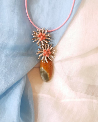 """Bouquet"" - Pendant in semiprecious stone & vintage metal flowers"