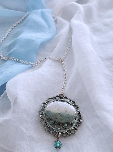 Semi-precious stone with naturally occurring seascape