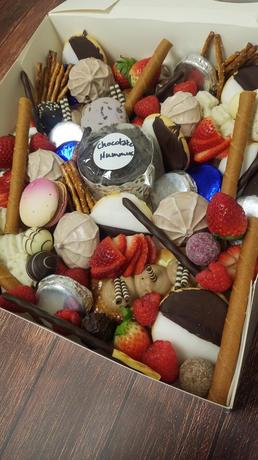 Medium Dessert Box