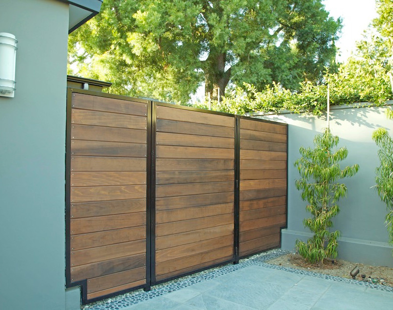 Modern side gate