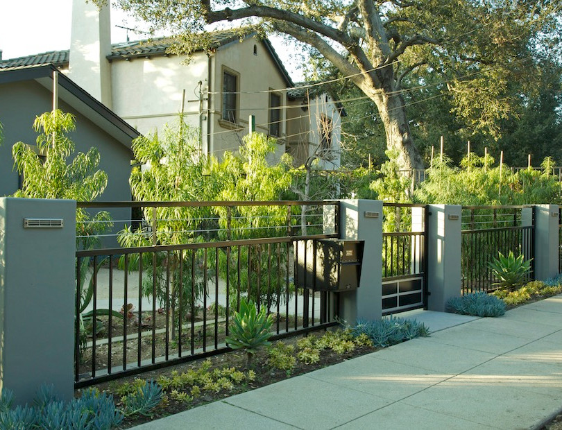 Front yard privacy gate