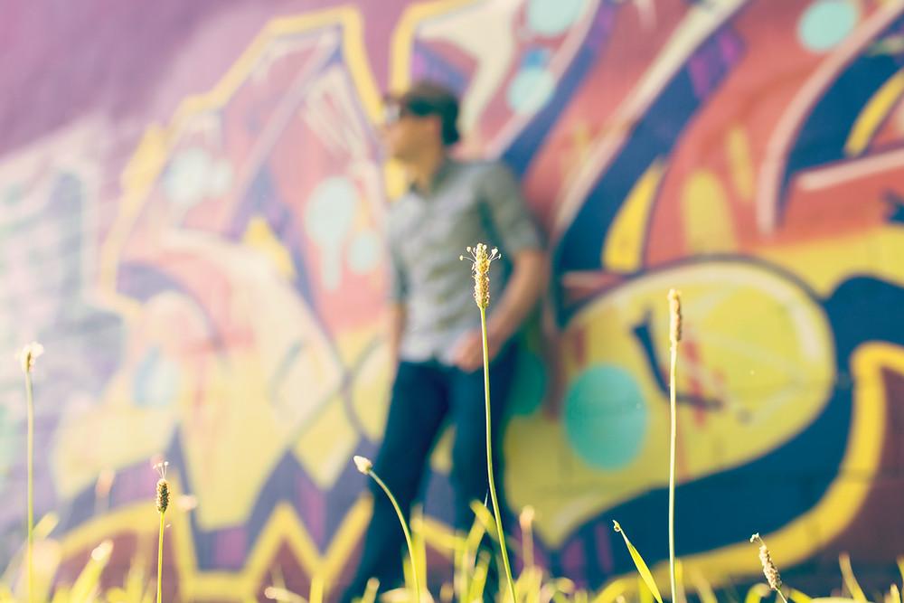落書きの壁の男