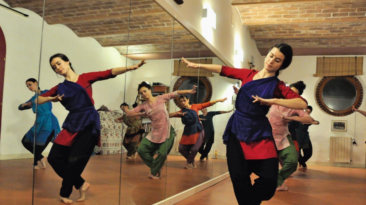 Practicing the third Nattadavu