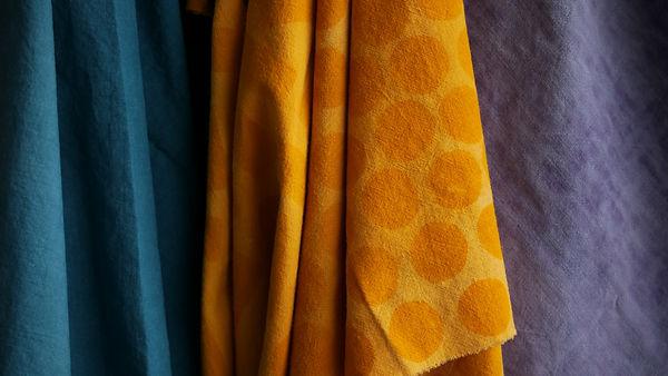 Tissus bleu jaune mauve.JPG