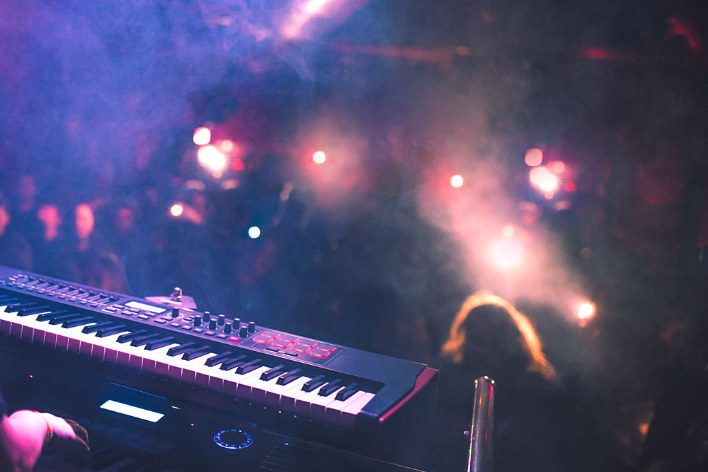 Live Session Player/Singer