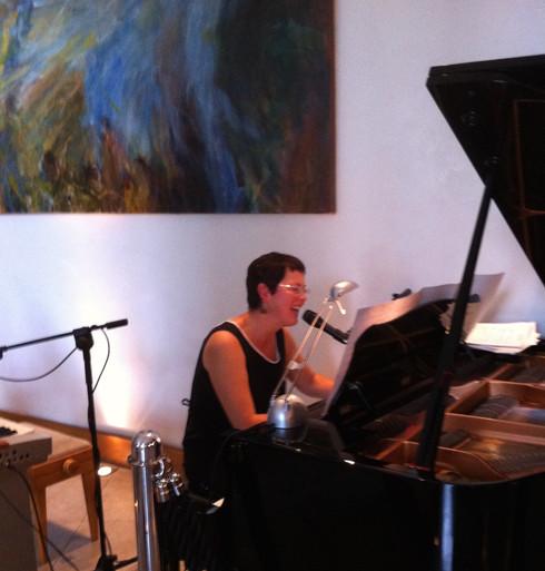 Eibhlís/Liz on Piano