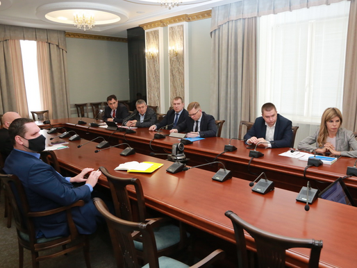 Игорь Артамонов провёл встречу с поставщиками ресурсов