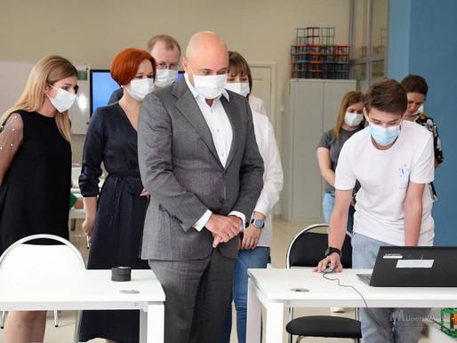 Юные робототехники порадовали Игоря Артамонова знаниями и умениями