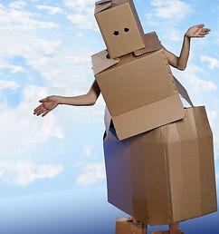 ארץ הקופסאות רובוט בלי ידיים.jpg