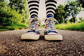 sneaker_feet_605649.jpg