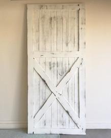 Custom Barn Door 🙌🏻 #farmhousedecor #farmhousestyle #farmhouse  #barndoor #barndoordesigns