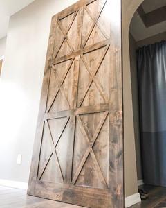 Gorgeous custom barn door! 🙌🏻_._._.jpg
