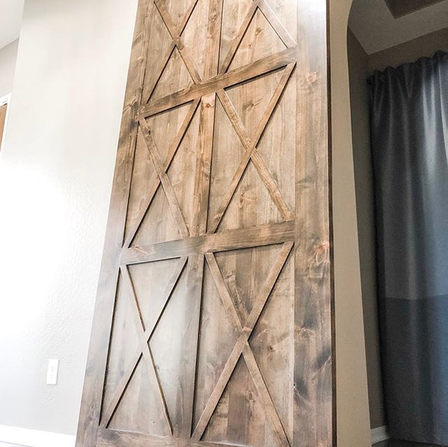 Gorgeous custom barn door! 🙌🏻_._._.jpg