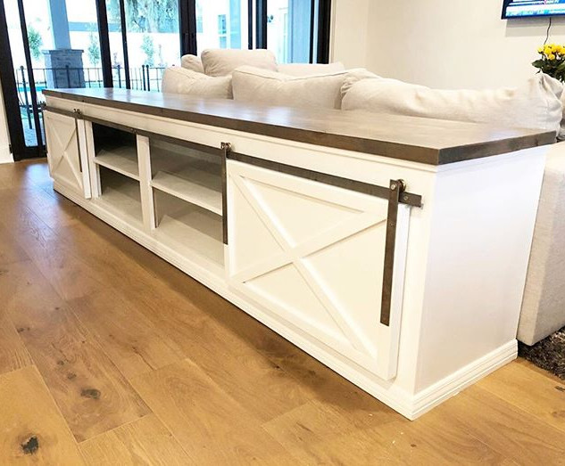 Loving this Barn Door Sofa Table 😍_._._