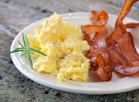 Simple Scrambled Eggs, Bacon and Toast