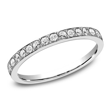 .32 ctw pave set diamond band