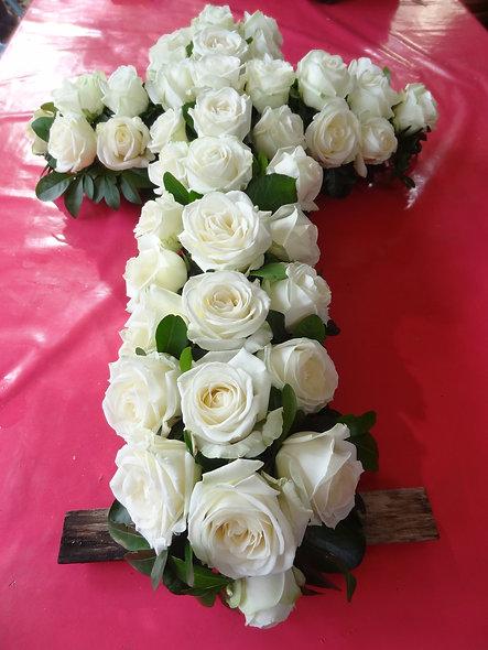 Croix en roses