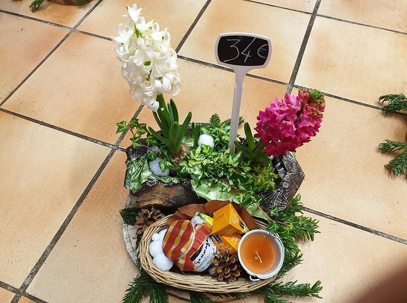 Montage fleurs et cadeaux