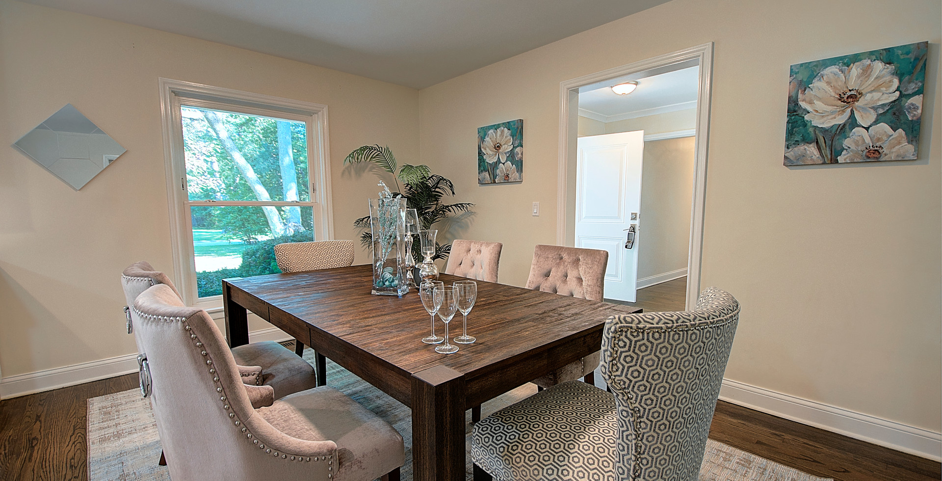 Dining Room in Buffalo Grove designed by MRM Home Design.jpg