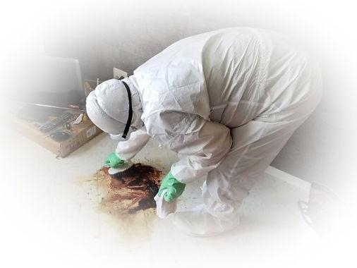 血痕の拭き取りや消毒・除菌及び消臭を行なう特殊清掃作業