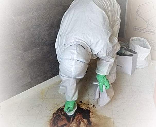 特殊清掃作業(血溜まりの拭き取り作業)