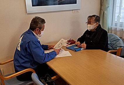 サービス付き高齢者向け住宅の賃貸借契約及び重要事項説明を行なっております。