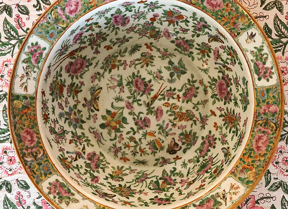 19th Century Chinese Export Decorative Bowl