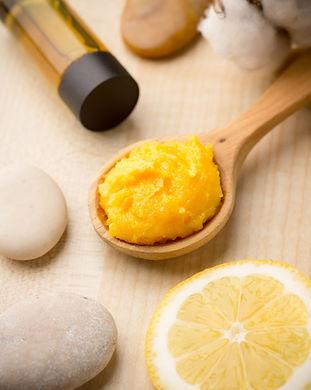 Mango body butter, spa stones and lemon.