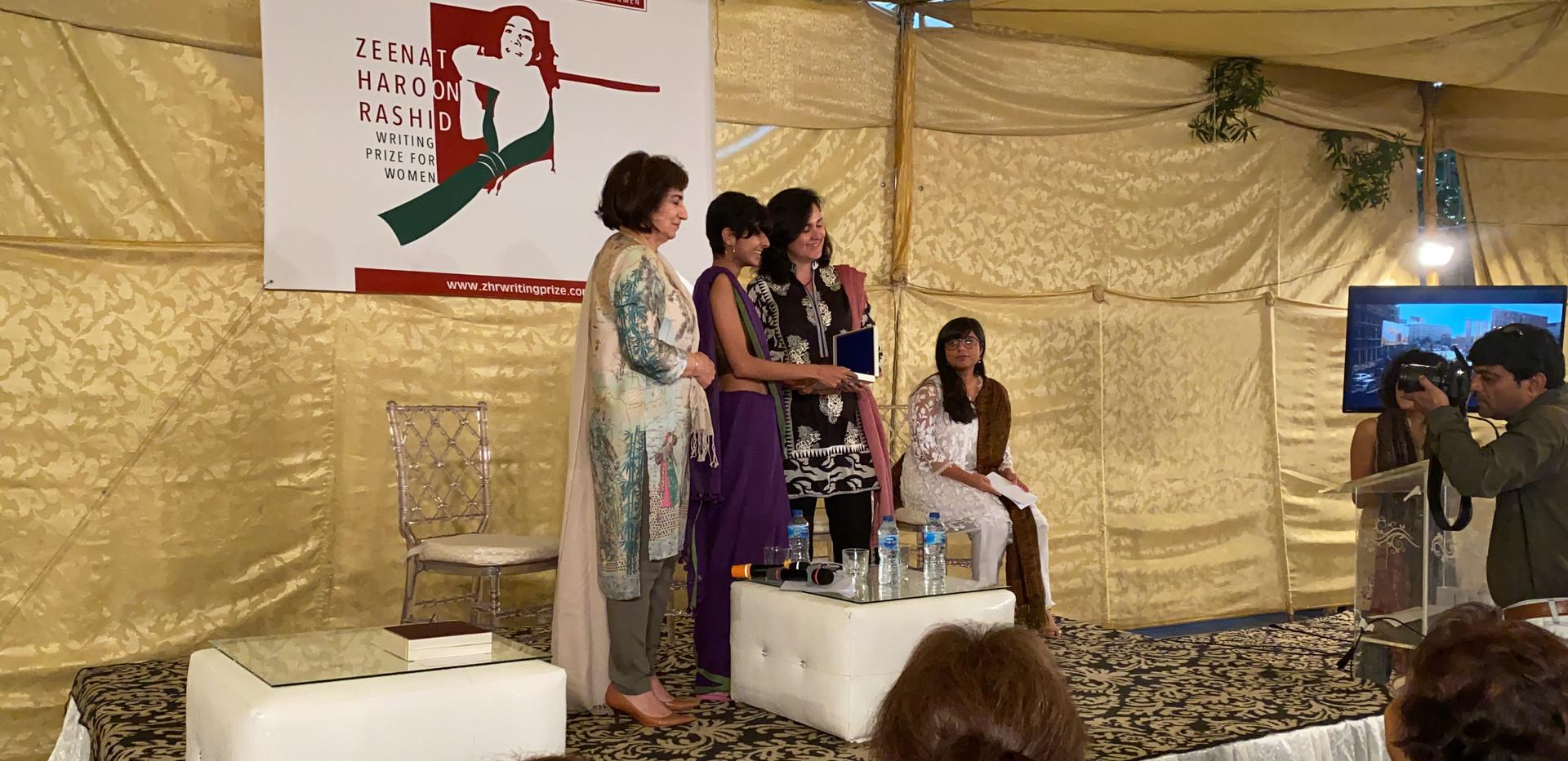 Sadia Khatri receiving trophy