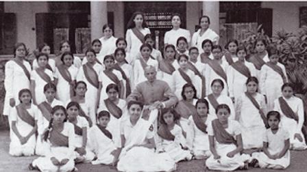 Jinnah with the Muslim League Women's Gu