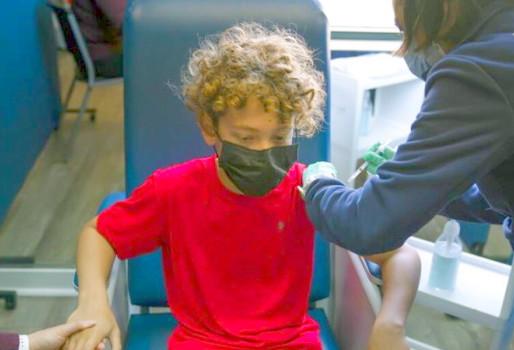 Εμβόλιο κατά κορονοϊού: Pfizer και Moderna ξεκινούν κλινικές δοκιμές για παιδιά 5-11 ετών