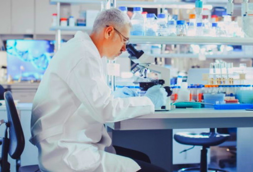 AstraZeneca και Johnson&Johnson: Επιστήμονες υποστηρίζουν ότι έλυσαν το μυστήριο με τις θρομβώσεις