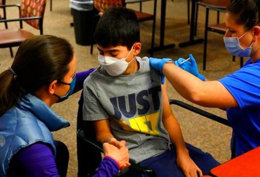 Οι χώρες που εμβολιάζουν και παιδιά κατά του κορονοϊού