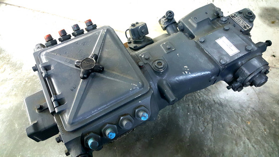 DEUTZ fuel injection pump, mounted on the top crankcase on a cradle between the two longitudinal exh