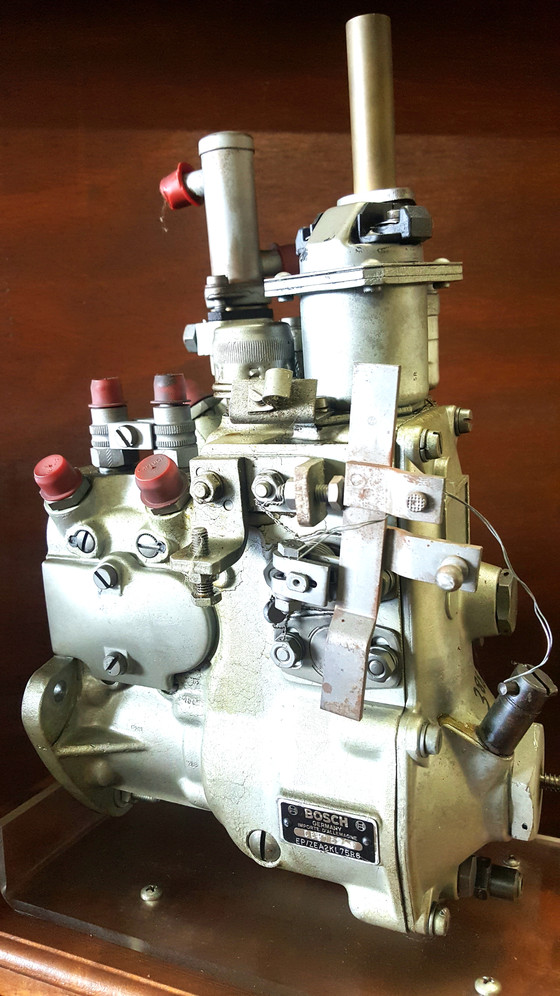Robert Bosch gasoline injection pump. Model 06R1 5222. EP/ZEA2K L76.