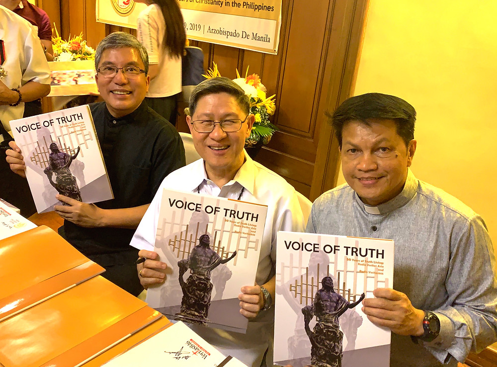 Fr. Anton Pascual of Radio Veritas and Fr. Vic Sadaya of Radio Veritas Asia with Cardinal Tagle launch Voices of Truth, a coffee table book. Photo: Margaux Salcedo.