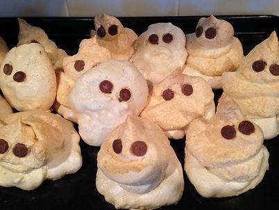 Meringues|Halloween|everydayhappyfoods.com