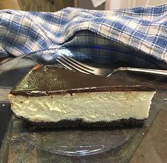 Cheesecake with chocolate crust and gana