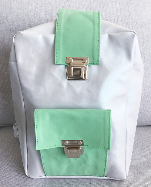 ילקוט תמרי קטן לבן מטאלי עם ירוק בהיר