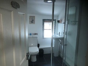 31 High Street Main Bathroom 3.jpg