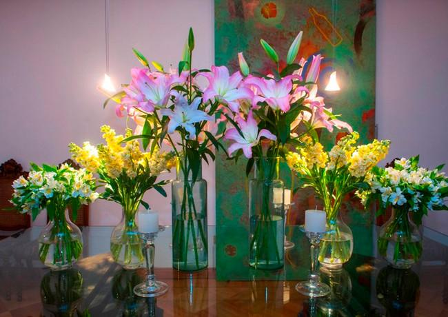 Cata Montt-Flores mesa .jpg