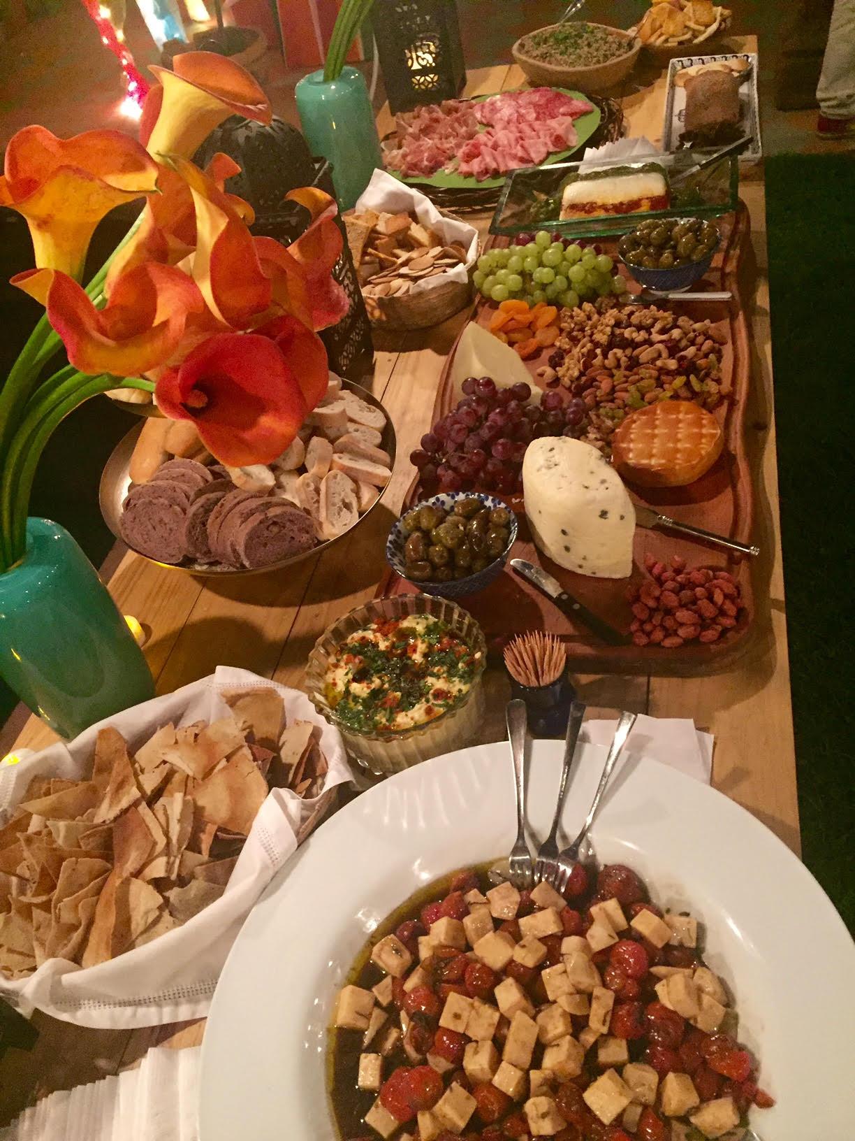 Mesa de quesos y antipasto