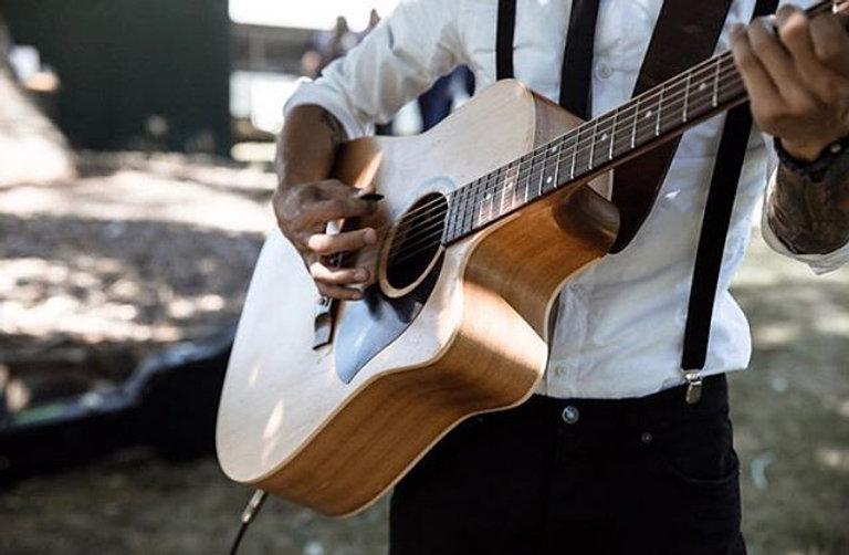 Acoustic vibes at Kirra + Paul's wedding