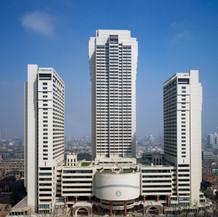 Shanghai Centre, 1990