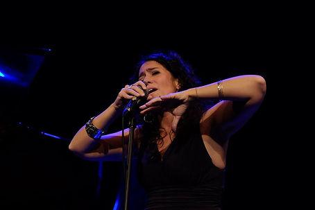 Melanie canto4.jpg